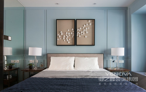 次卧简单的墙体挂画,加上舒适的配色,简单舒适。