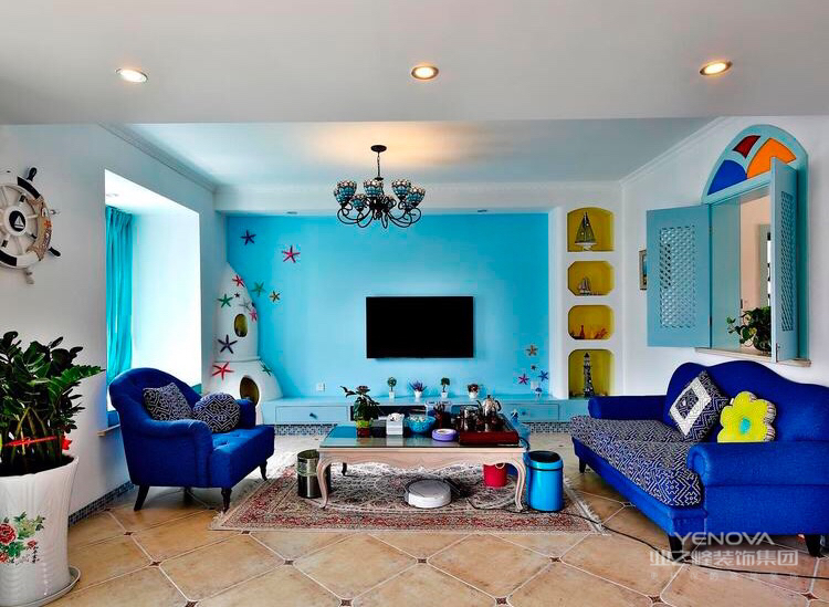 客厅以蓝色为主,似住在海洋的世界