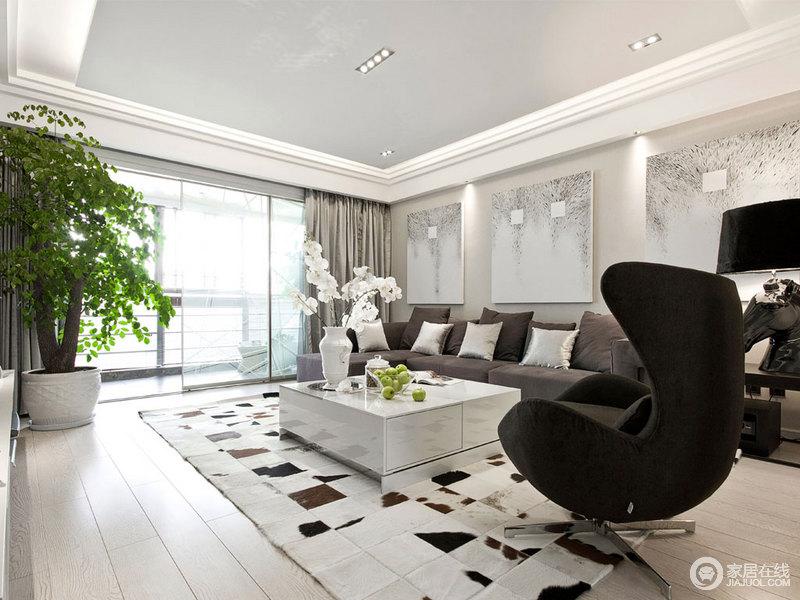 客厅以白色为主,搭配原木地板更是为空间添置了清淡温实;墙面的壁画解决了单调的问题,灰色沙发、黑色蛋壳椅因为白色茶几和地毯,演绎黑白的美学。