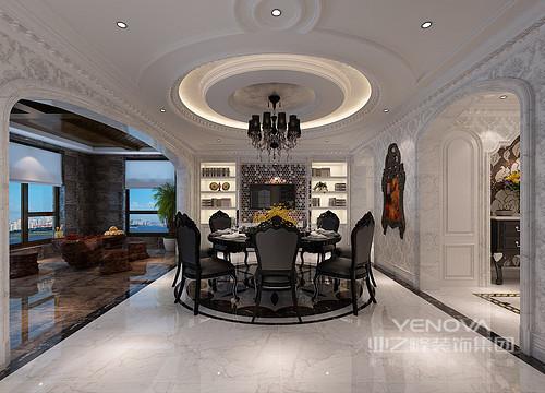 空间多采用圆弧线条,餐厅从天花到餐桌及地面拼花,圆形元素也彰显出团圆之意;餐桌椅与空间基底的灰白深浅搭配,就餐氛围的视觉感强烈;酒柜对称中央处,马赛克诠释了时尚质感。
