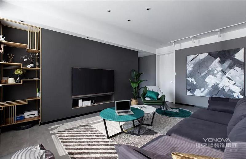 这是一套现代风格的装修案例,整体以黑白灰为主调,大气开阔的格局,质感满满的家具,整体轻奢而时尚,优雅而不失理性。希望这套装修案例能给准备装修的大家带来一些灵感。