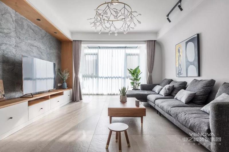 这是一套北欧风格的装修案例,整体以简约自然的原木风格为主调,加以静谧舒适的灰色调,营造出慵懒自在的惬意氛围。希望这套装修案例能给准备装修的大家带来一些灵感。