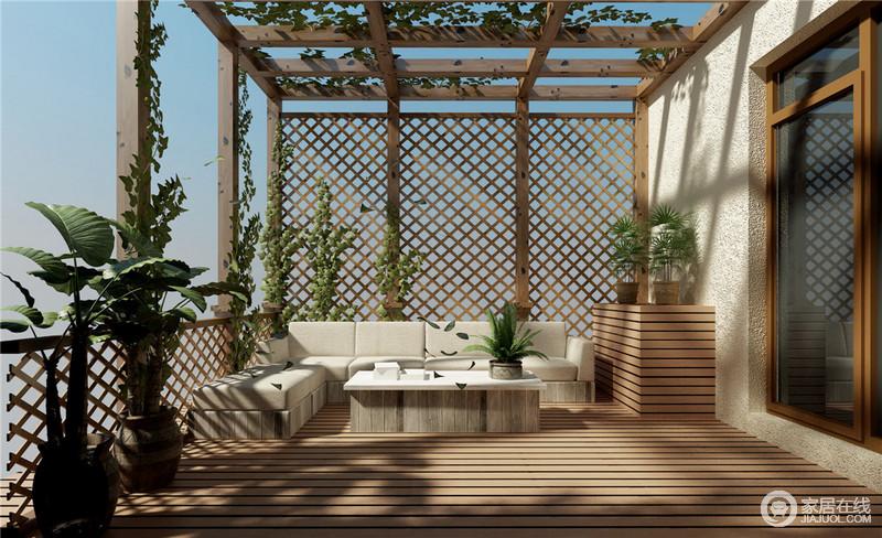 露台整体使用木质结构,种植的绿植绕梁攀爬,绿意盎然中显得生机勃勃。大面积阳光照射,现代布艺沙发柔软舒适,完全是采菊东篱下、心远地自偏的悠闲感。