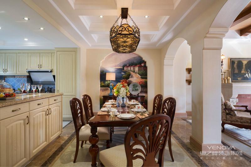 餐厅用大小合适的长方桌,用大大的落地窗增强采光。