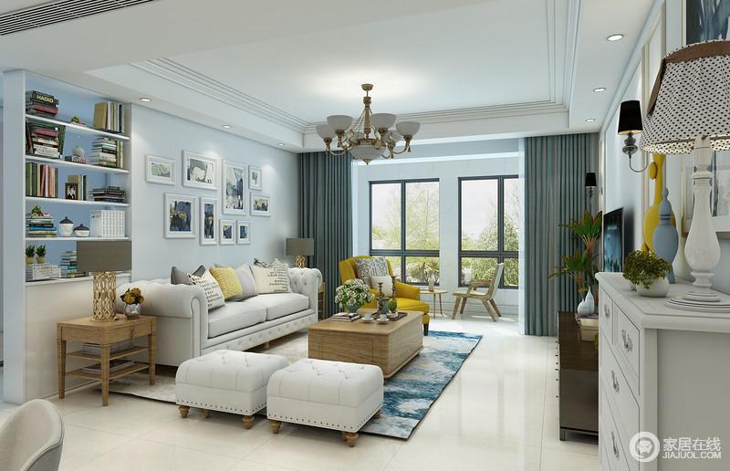 空间以天蓝色来粉刷空间,与深褐色条纹窗帘构成一种色彩上的对比,扎染蓝地毯的点缀更是添置了一份淡淡地优雅;美式现代沙发的精致和轻复古,给予空间时尚与温馨;同时实木家具、画作的点缀,无疑增加了空间的艺术生活气息。