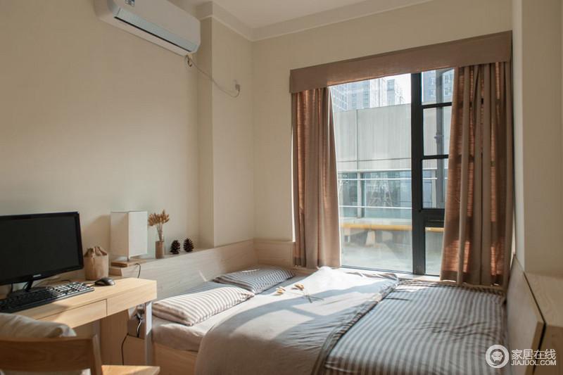 日式风格卧室以榻榻米解决空间的局限,实木家具让生活更为平和,以小而精致成就舒适。