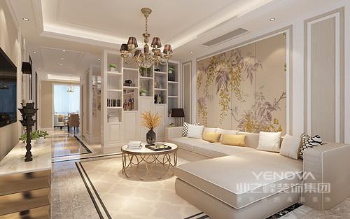客厅以浅色为主,白色与米色穿插使用更显柔和,并以相近的色彩来体现浅色调空间的清静;米色背景墙上的花卉与金属圈装圆几、米色布艺沙发形成轻古典优雅。