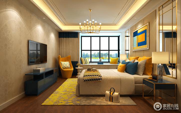 卧室给人的感觉就是温馨、沉静,放松休息的地方。墙面选用了壁布和软包的中性色来搭配驼色系布艺,增加空间的温馨,柔软;吊顶和床头部分运用了金属线条,搭配黄铜吊灯,为主人编织了一个明快、温和的空间。