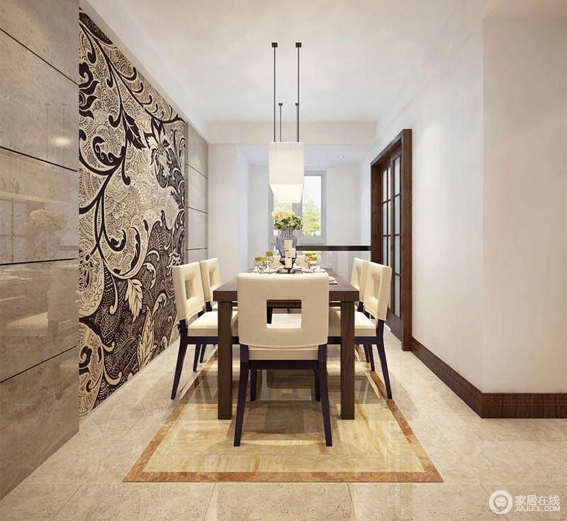 狭长型的客厅显得纵深悠长,背景墙上运用条块状理石拼接枝桠型图腾壁画,营造出上古雅 意;规整的长桌搭配现代感的米白色餐椅,椅背上中空的靠背,借用了框景手法,不动声色间平添妙韵。