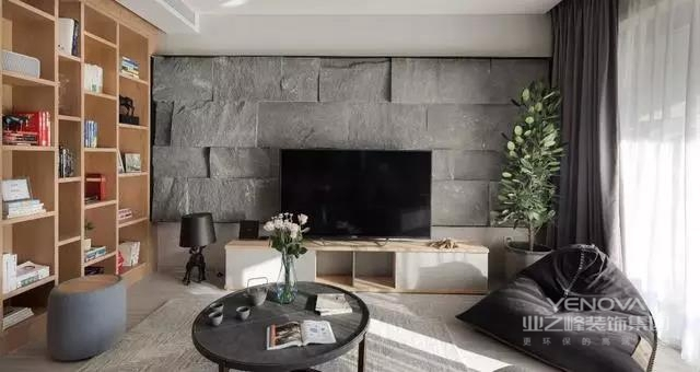 家具设计方面,就产生了完全不使用雕花、纹饰的北欧家具,实际上的家具产品也是形式多样。如果说它们有什么共同点的话那一定是简洁、直接、功能化且贴近自然,一份宁静的北欧风情,绝非是蛊惑人心的虚华设计。