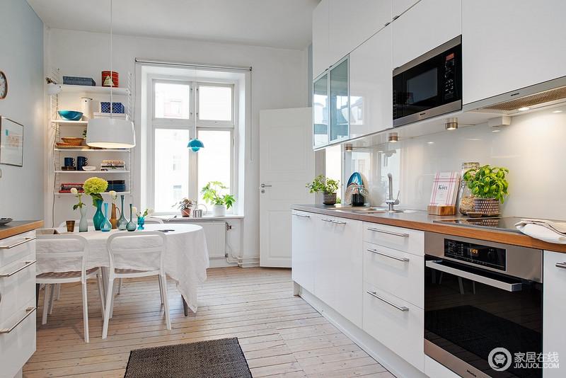 开放式的厨房,营造出一家人浪漫的气息