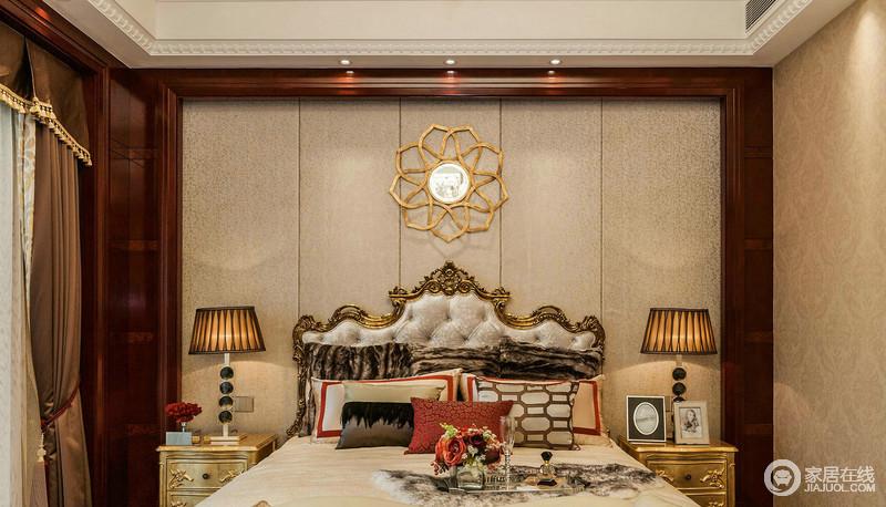 卧室驼色条形背景墙因为金属花卉装饰、金属欧式双人床,凸显出金属的质感;对称而置的床头柜与台灯,尽享尊贵之感。