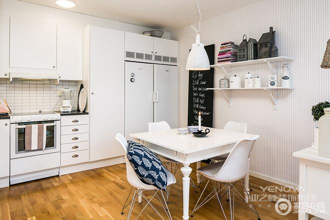 餐厨一体式空间不仅增强了收纳功能,而且在整体布局上也尤为得体,通过白色北欧家具令生活更多了份简单。