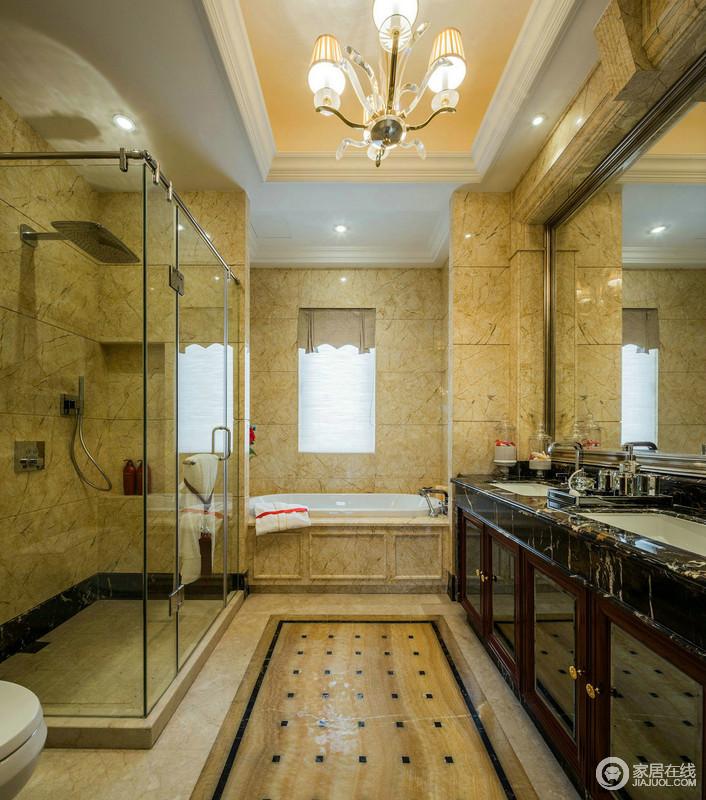 卫生间利用玻璃淋浴房就干湿分区,并借用欧式这风格的砖石表达年代感;淡黄色的砖石具有仿旧效果,与黑色盥洗台面构成对比,却让生活变得井然有序。