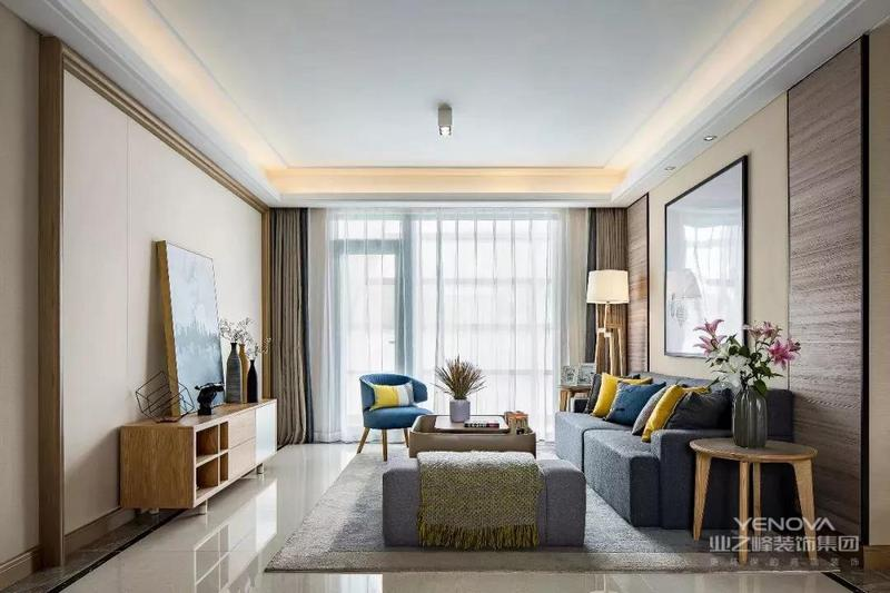今天带来的是一个102平的现代简约家,跳跃的颜色,结合客户及市场的情况,家具方面多采用北欧家具,使整体风格偏向了温暖的北欧风格。合理的储藏空间,也是本案的一大亮点。