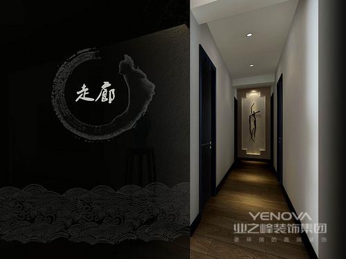 走廊被特别标明,加以突显其独具匠心的设计,门框上的祥云图案隐约中闪烁着吉祥之意,沉寂在这个静雅的空间,也是难得的一次放松。
