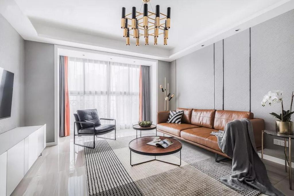客厅以灰色作为主色调,用黑色和金属色作为点缀,既满足了业主简约的要求,也让黑白灰在这个空间里面并不显得单调。