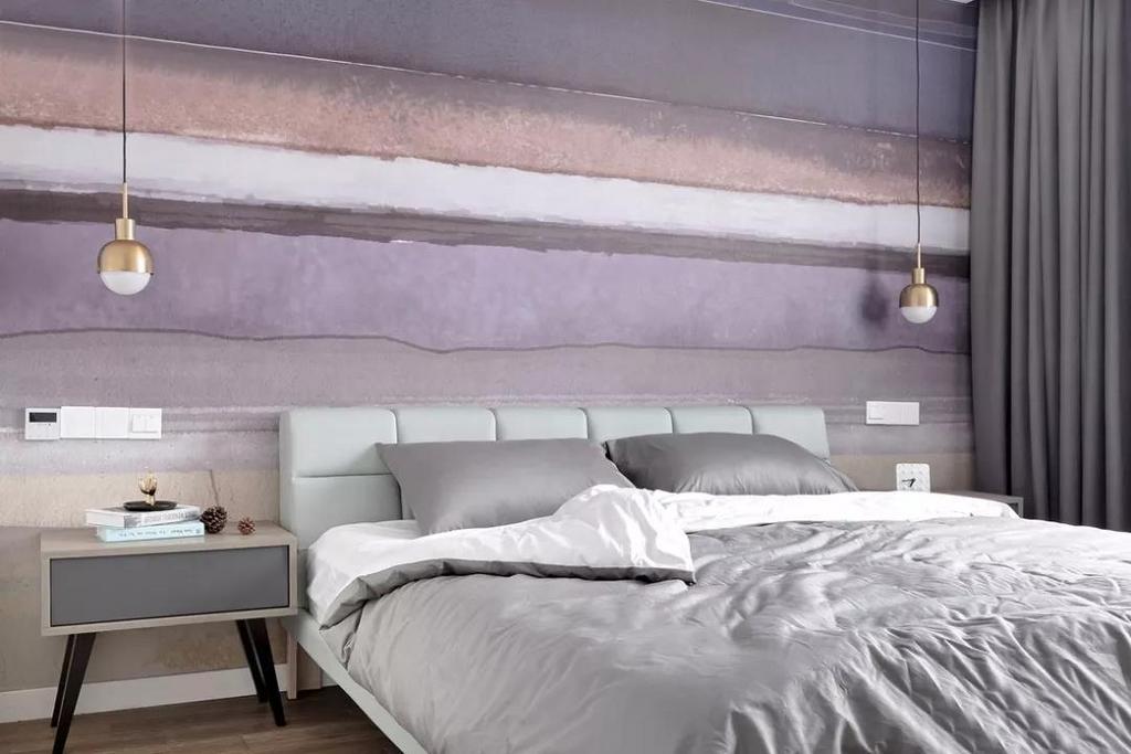 主卧的空间,相对客餐厅颜色上柔和许多。用富有设计感的墙纸作为背景墙,搭配上皮质的薄荷绿,给人一种佳期如梦的感觉。