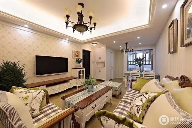 家具都是典型的美式设计,红白相间,高端大气