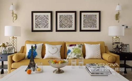 在这个四居室中,设计师以现代美式为主,从功能设计到色彩把控,体现了田园的朴素和清新,同时,设计线条的整洁凝练,让生活更为简单;不同材料的运用,带给空间包容性,石材的浅灰色色以仿旧成就朴素,田园花卉风的挂画、床品等呼应着绿色漆面,渲染清新,可以说,融合了现代、美式和田园的元素,让这个美式空间尤为舒适、温馨。