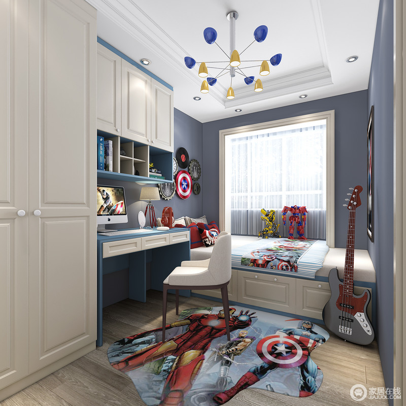 儿童房采用的是纯蓝色墙漆,书桌和书柜也都是蓝色。卡通地毯更符合儿童的喜好。进门左手边了衣柜和书桌结合一体,定制感十足。既解决了学习问题也满足了孩子储物需求。