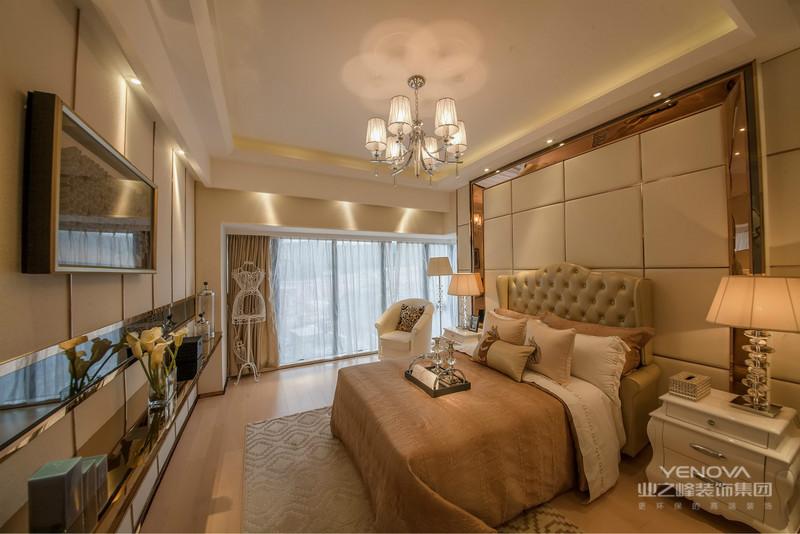 卧室床头两边精致时尚的小灯,让卧室的温暖氛围得到了很大的提升。