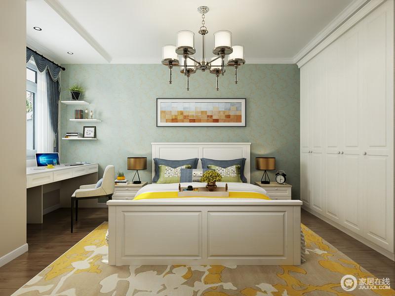 卧室以现代线条来勾勒空间,整洁大气,毫不拖沓,绿豆色的涂料粉刷墙面,给予空间清新,搭配白色衣柜和定制得书桌,更为实用得体;黄色地毯搭配床品,给予空间不一样的明快,中和出生活的温馨。