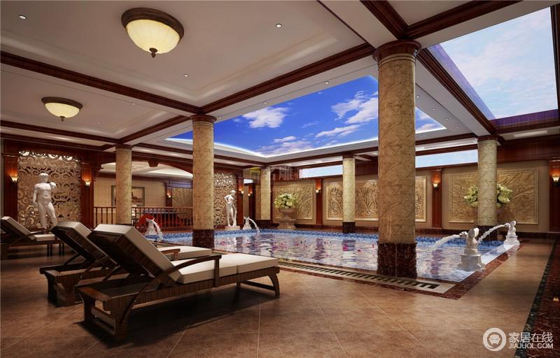 法式豪宅一向都是多少人的梦想居家,从它大气豪华的游泳池就能看出来,独特的外观设计、深蓝色的湖水犹如梦幻般美妙,古老的雕像与石柱让泳池充满古典高贵的气息,为主人打造了一个私人的游泳空间。