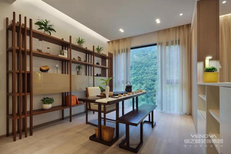代简约风格设计是提出了原有的繁琐、复杂的设计元素,采用留白的设计来营造出空间中的个性与宁静,对于每个室内设计设计师而言,把握好整体房间的空间感和选择营造居室居住环境,其难度比一般意义上的设计更加困难,所以这就是简约却又不简单的现代简约设计的装饰要素。