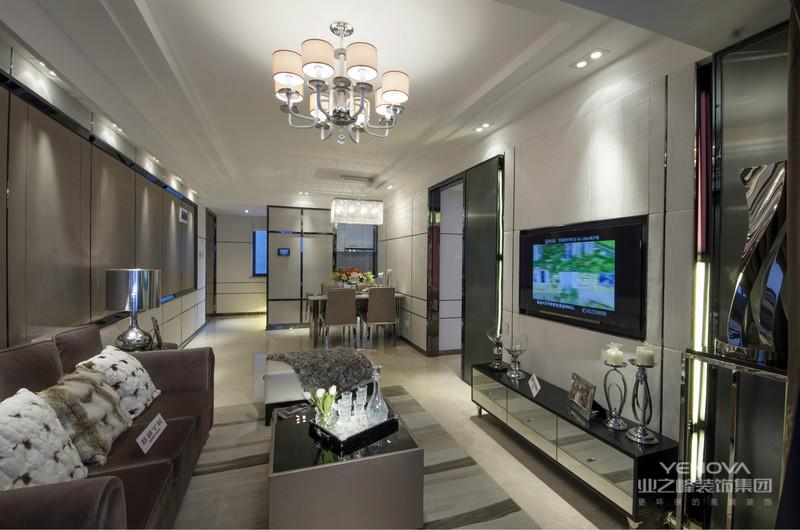 客厅的主色调为暖色系,搭配暖色电视背景墙,冷暖平衡,提亮了整个空间。