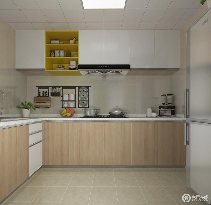厨房以米色砖石铺贴空间,以材质本身的色泽来奠定空间的氛围,清暖和煦;原木橱柜因为白色吊柜显得更为利落,并加强了空间的储物性,让空间具有实用。