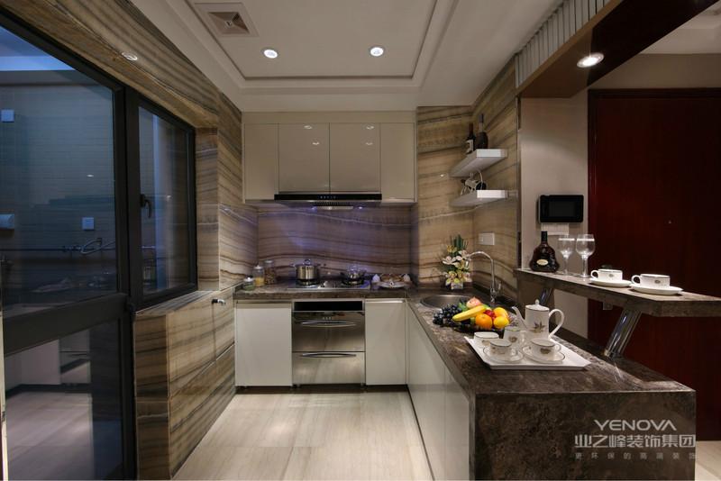 厨房收纳式的台柜为家居腾出了更多的空间,时尚又显情调。