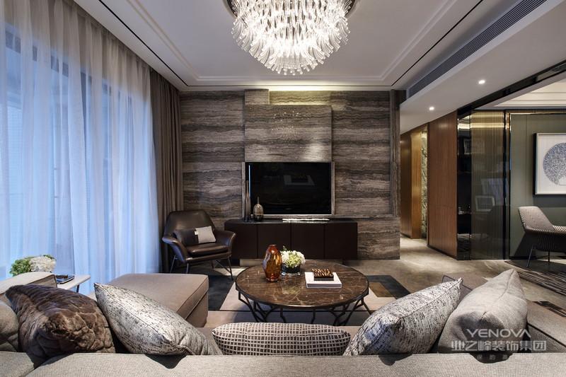 客厅通过完美的曲线,精益求精的细节处理 带给家人无尽的舒服触感