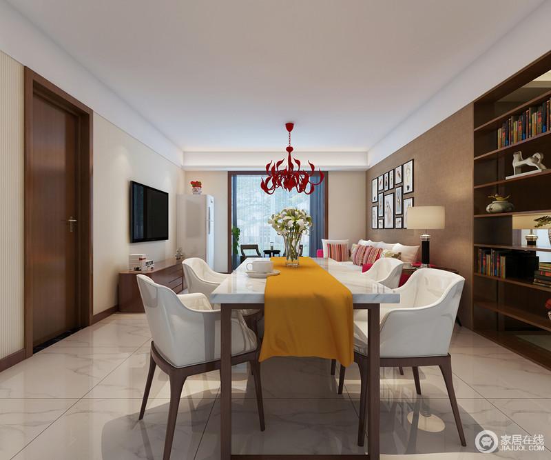 餐厅开放式格局更显大气和自在,现代实木白色餐椅的艺术感强烈,与餐桌成套出现在空间,显出不乏的品质感;黄色桌巾与红色吊灯带着缤纷的艺术色彩,让整个空间尤为动感。
