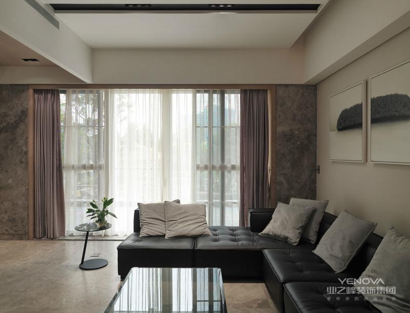 """中式风格设计,从""""中式""""两个字就可以看出来,这是我国独有的设计风格,以中国传统古典文化为背景,将传统元素融入到住宅设计当中去,打造极富中式浪漫情调的住宅空间。中式风格设计上使用木结构最多,不论是结构上还是家具,多为木质结构。常见的中式住宅家具中,最具有代表性的家具就是红木家具,这类工艺品处处体现着浓郁的东方色彩。"""