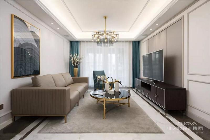 美式轻奢,代表着自由与贵气,低调奢华,进取与传统,以高品质、设计感、舒适、简约为特点,整个空间以灰色为基调,灰色的内敛、朦胧、低调,烘托出软装的精致和质感,赋予了高贵的气质,让饰品在灰调的空间显得更加精彩夺目。