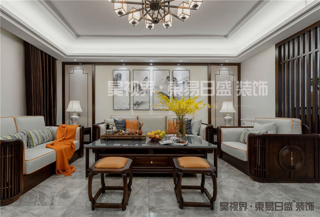 客厅以中式元素来作为基调,中式家具运用天然花梨木材质,塑造出精简造型。