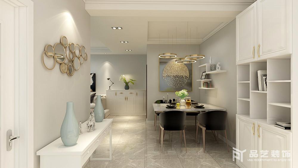 餐厅开放式的设计增加了空间性,餐厅看似简单,却十分别致,从金属吊顶到黑白组合餐椅,从金属挂饰到白色边柜上的一器一物,都在讲述一家人的温馨去世。