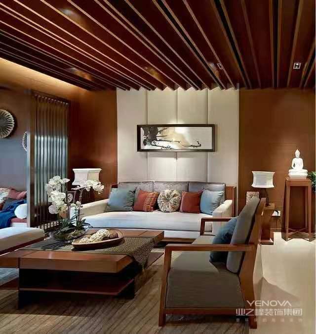 中华民族的古典家具从简约的明式到奢华的清式。红木家具在传承古典文化的同时,更演绎着当代文明的时代特征。传统文化的日渐回归,让中式家具有了更大的生存土壤,以其弥足珍贵的艺术内涵与艺术性格,让人感觉到传统生活的优雅。但是经过现代科技、人文的演绎的中式风格,又披上了一件新的外衣——新中式。