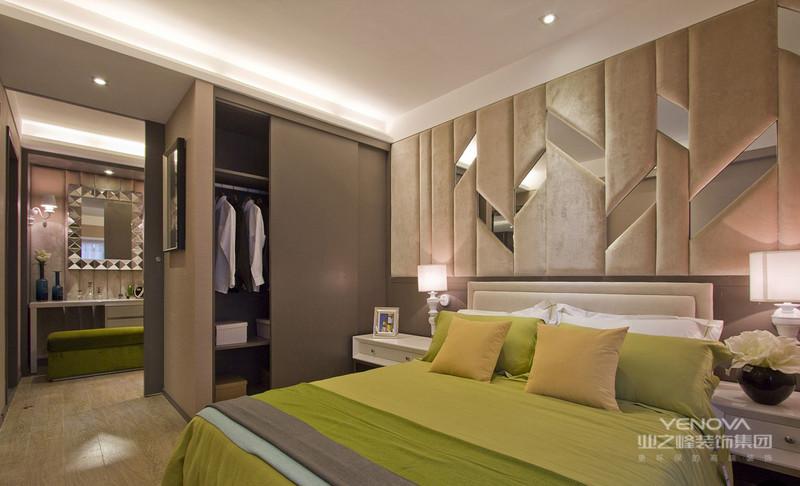 卧室绿色的床品很是舒适很适合休息的场所,神似大自然的场地