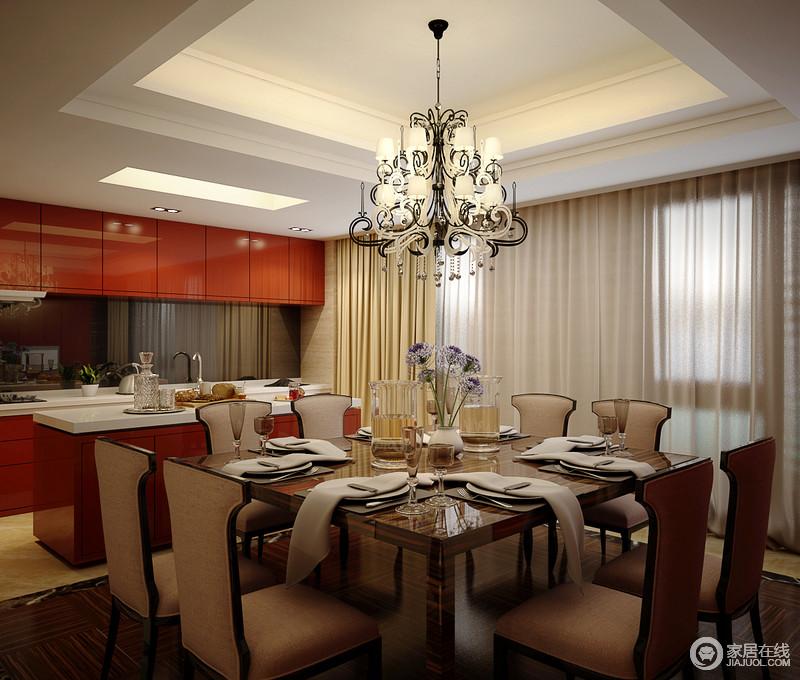 餐厨一体式空间方正而功能多样,橱柜以橙色为主,搭配白色台面,明艳中多了白净,以不乏时尚的色彩让厨房生机盎然;而岛台自然划分空间功能,与驼色餐椅构成色彩对比,再加上实木餐桌和欧式吊灯的点缀,让整个空间既复古又时尚,既实用又整洁。
