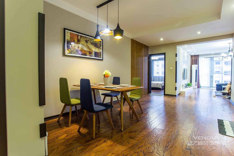 这个角度可以清晰的看到餐厅和客厅在一个空间,拉长整个空间的视觉感