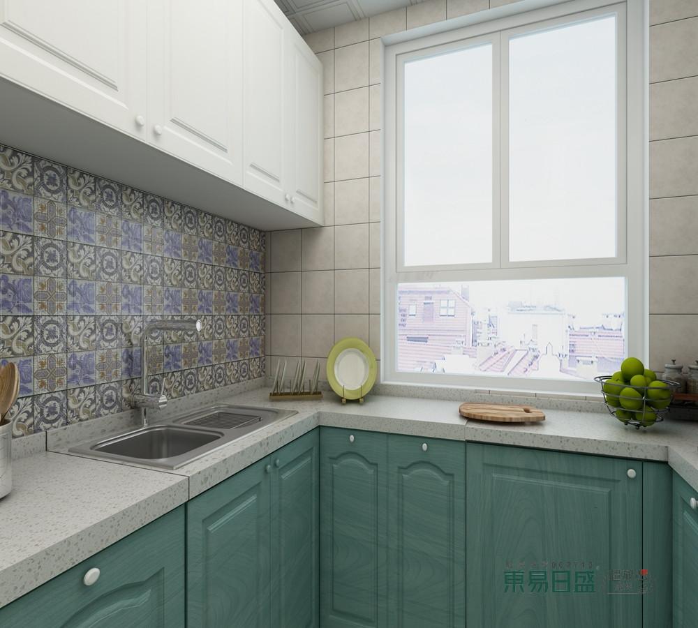 厨房在实用性的基础上,以白色与绿色搭配的方式,让橱柜带来色调上的清新,拼花砖的点缀,突出了材质和色彩上的迥异,却协调出空间的大气。
