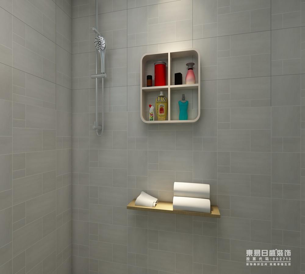 卫生间以浅灰色小方砖铺贴墙面,隐约可见的肌理,成就着空间的几何美学,同时也多了朴素;悬挂地四方格收纳柜与毛巾架解决了收纳问题,让生活更为轻便。