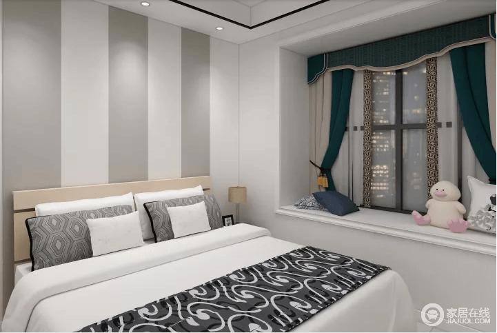 卧室借飘窗来增强空间的休闲调性,墨绿色窗帘不仅给空间带来生机,更以色彩渲染出自然色彩;白色的空间氛围,借条纹背景墙和黑灰色软装为点缀,凸显出温馨。