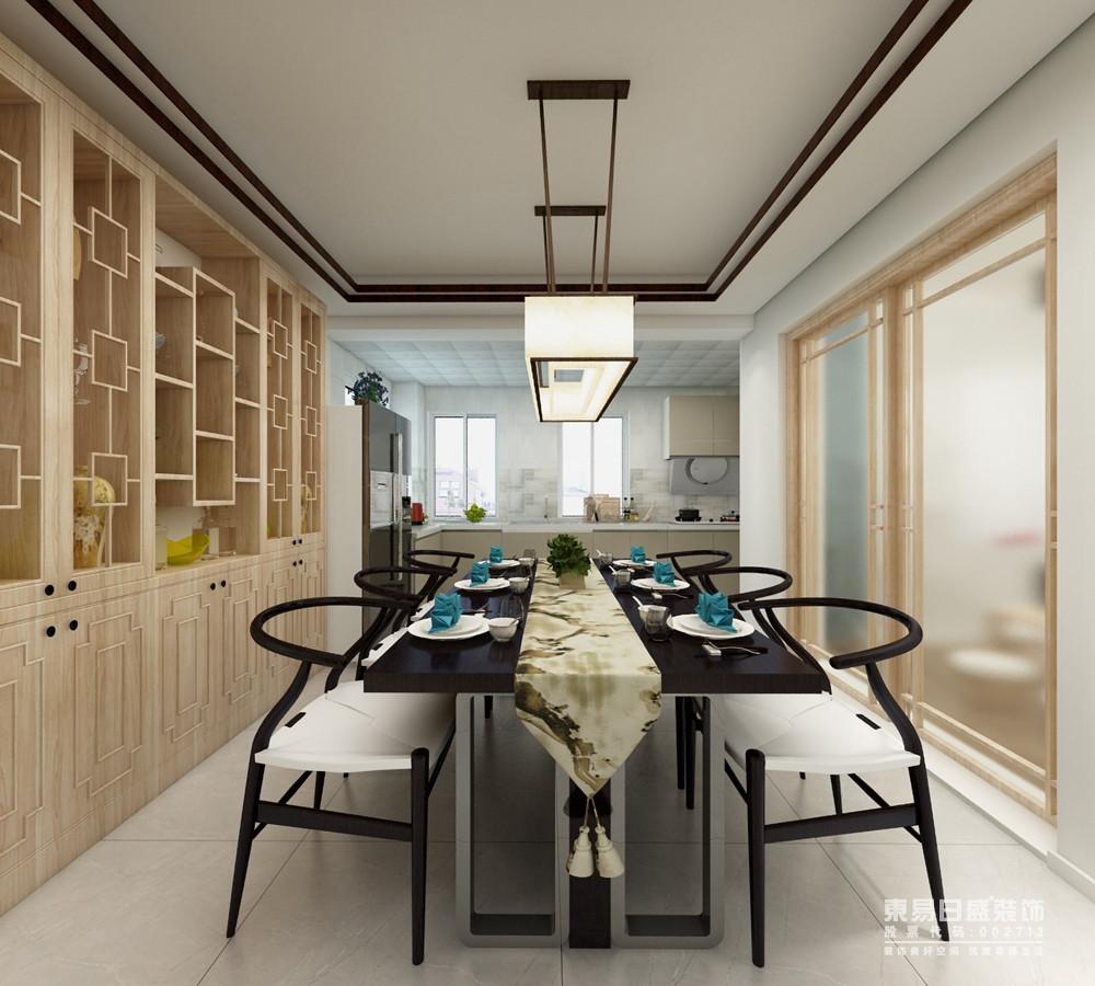 新中式风格在设计上延续了明清时期家居配饰理念,提炼了其中经典元素并加以简化和丰富,在家具形态上更加简洁清秀,同时又打破了传统中式空间布局中等级、尊卑等文化思想,空间配色上也更为轻松自然;从餐厨一体式设计的现代感,到收纳木柜和黑白元素的中式桌椅,透露着新东方主义的端庄和大气。