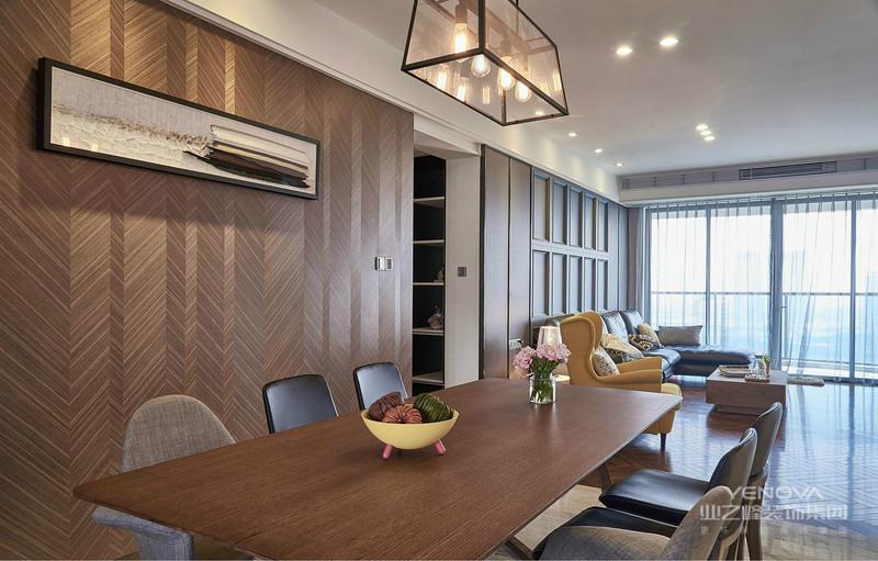 这个角度可以清晰的看见客厅餐厅是一体式,空间很是有层次感