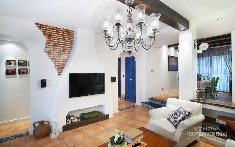 墙面设计增加了空间温度使之更加温馨,通过突出墙面饰品自身的魅力展示品位