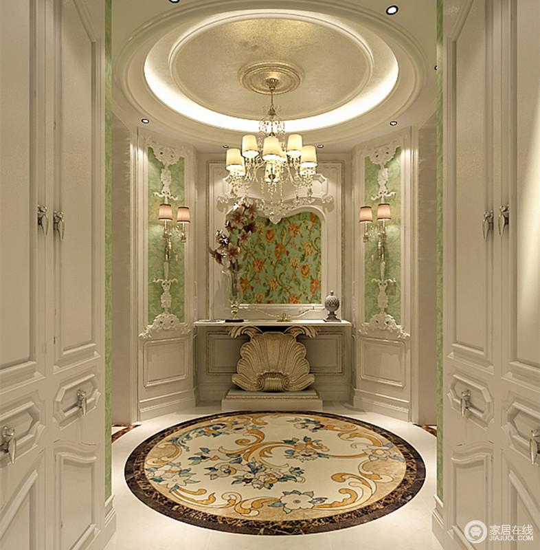入户玄关成弧形,设计师将走廊两侧墙面结合储物柜,增强空间收纳作用;端景墙上,护墙板搭配翠绿色印花,精美考究的雕花层次装饰,高贵典雅;边几底座富含华奢工艺,在精美拼花渲染下斑斓浪漫。