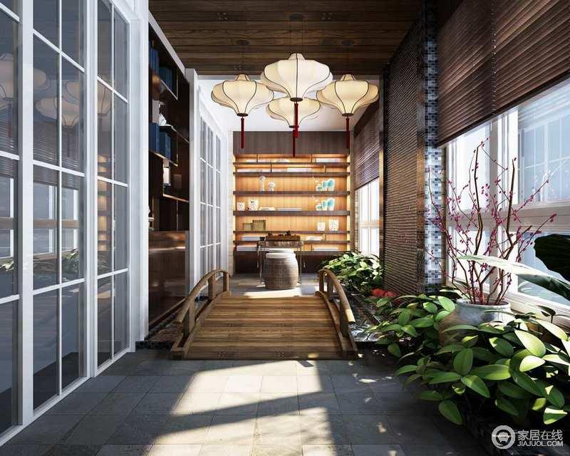 阳台区专门定制了书柜和实木桥架,并呼应竹编窗帘,灯笼的中式之韵,表达出东方艺术的沉雅和底蕴;花植带来自然生机,简约的户外家具无疑让生活随性和休闲。